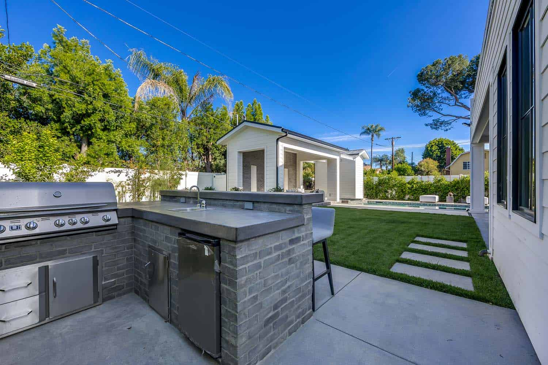 contemporary-outdoor-patio