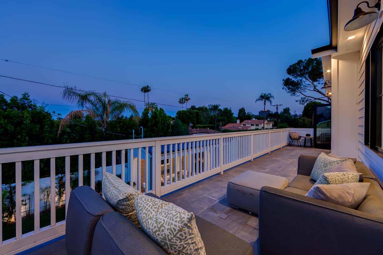 contemporary-balcony