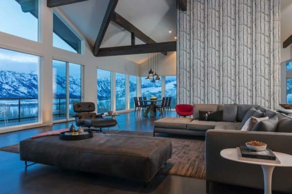 featured posts image for Mountain-chic retreat boasts spectacular views in Wyoming