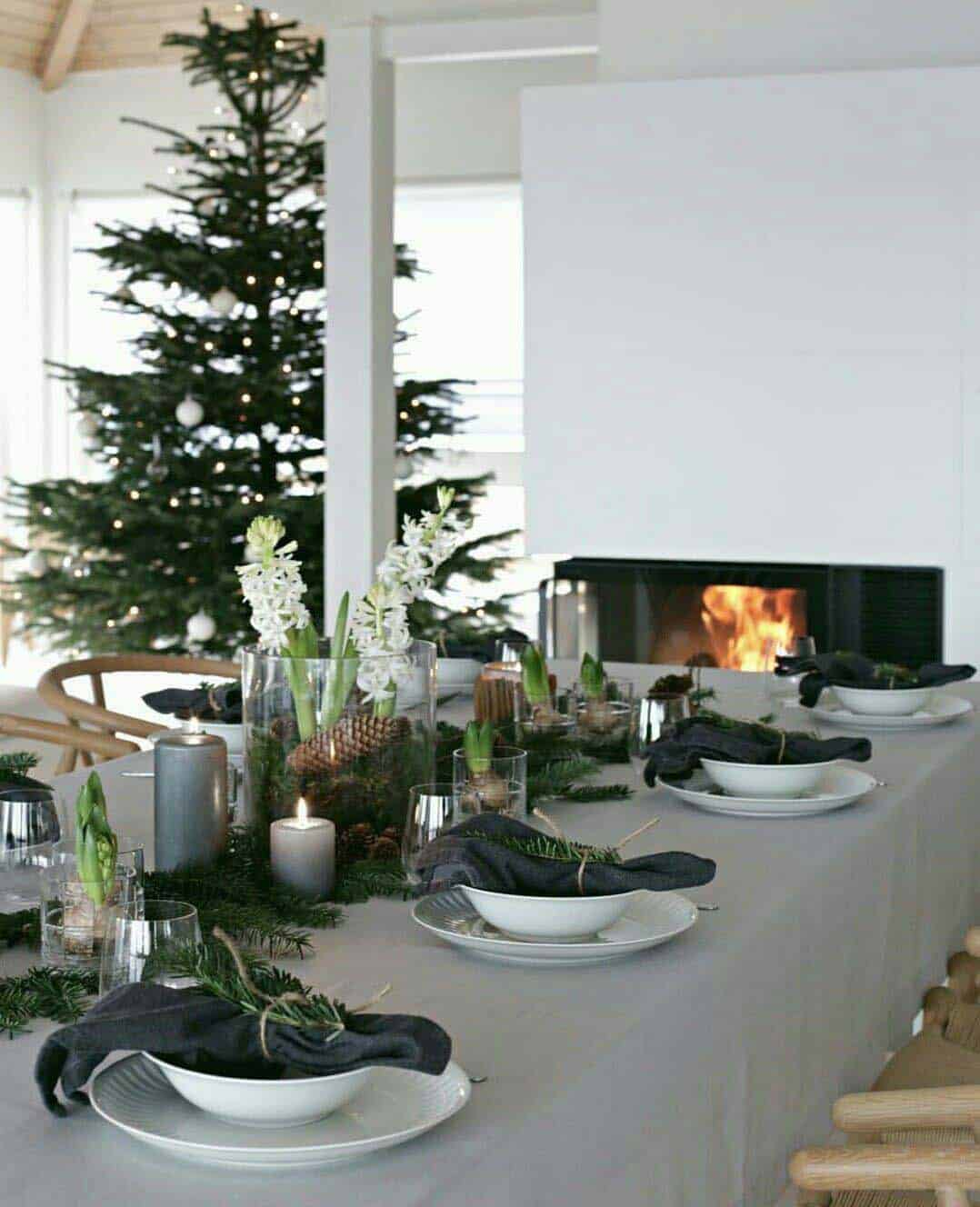 gorgeous-christmas table-centerpiece-modern