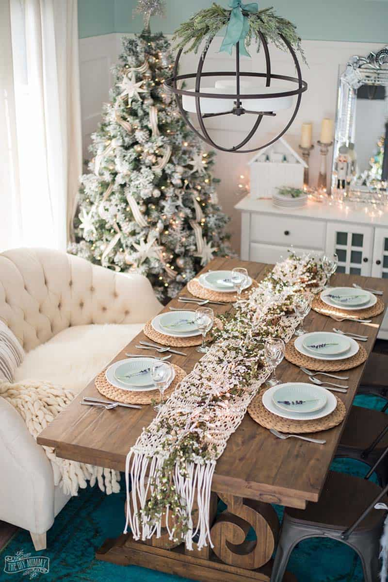 gorgeous-french-country-christmas-table-centerpiece