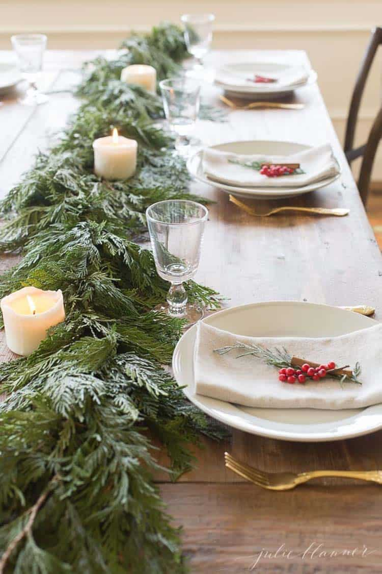 gorgeous-garland-christmas-table-centerpiece