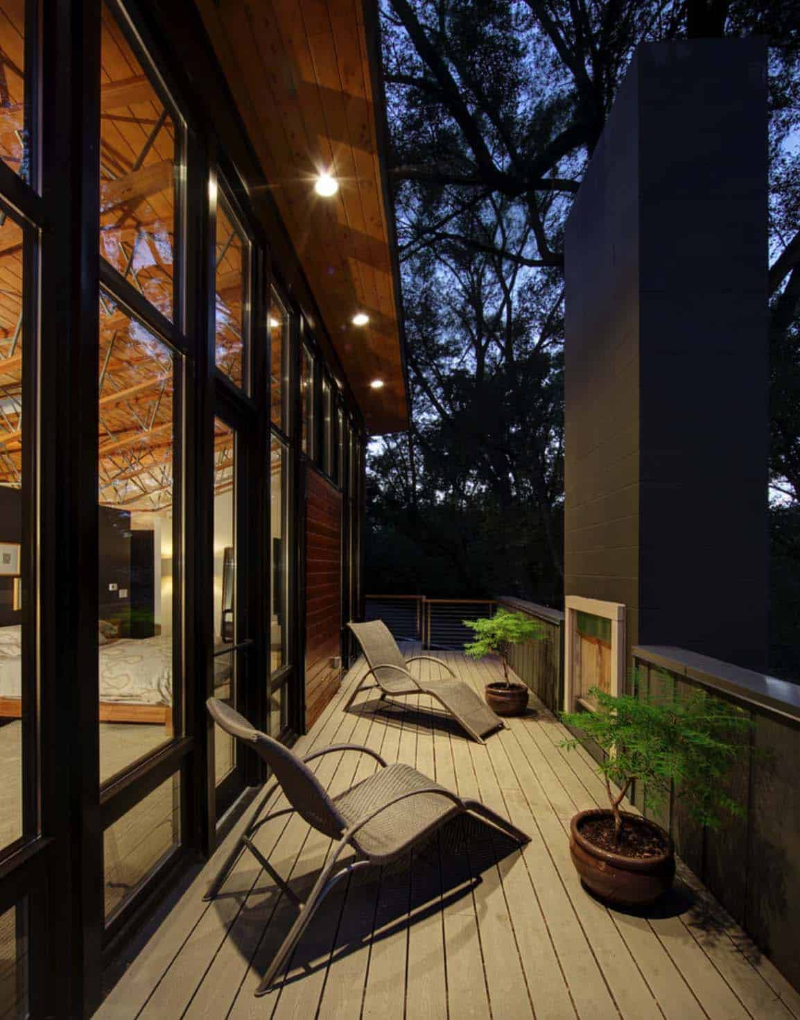 courtyard-house-contemporary-deck