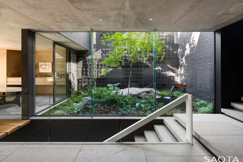 modern-home-courtyard