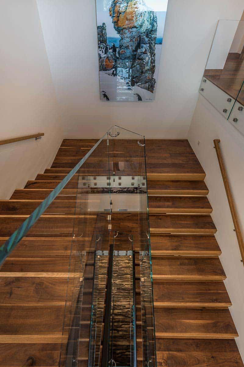 modern-mountain-home-staircase