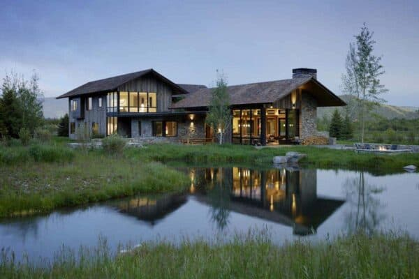 featured posts image for Impressive wood and stone mountain dwelling in the Northern Rockies