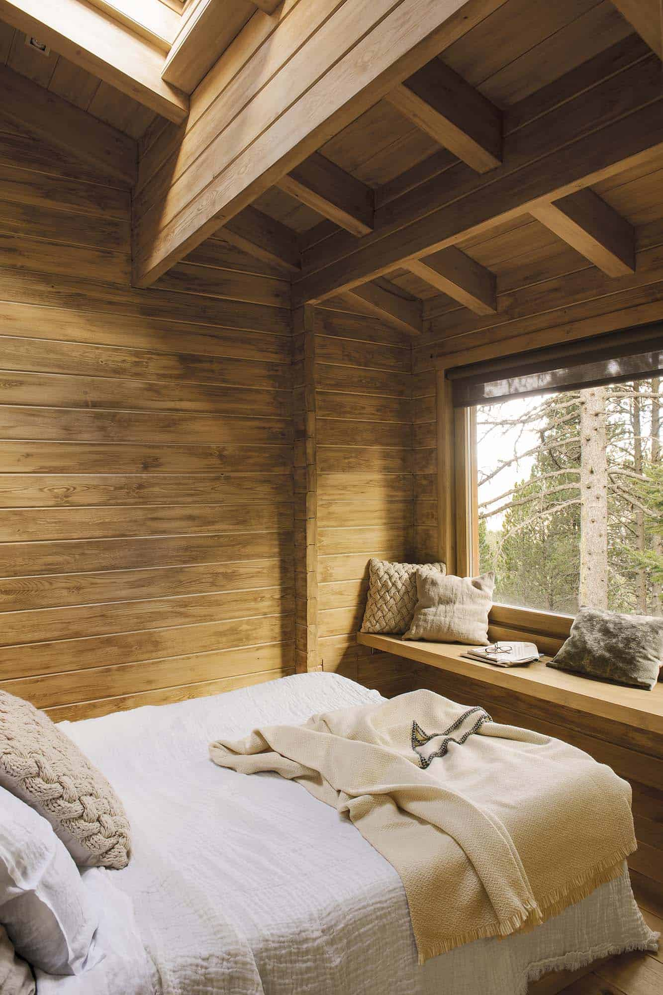 rustic-dream-cabin-bedroom