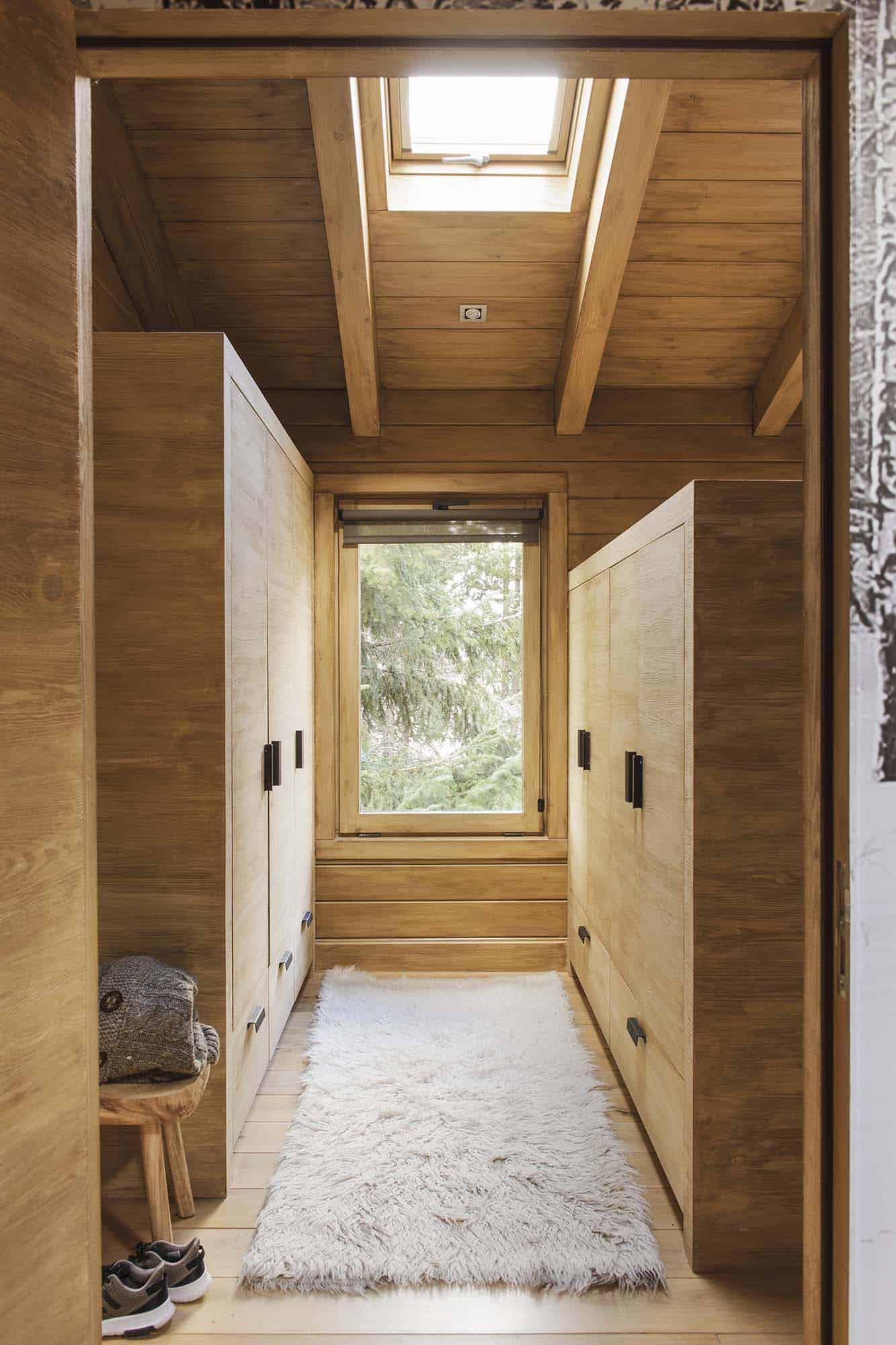 rustic-dream-cabin-closet
