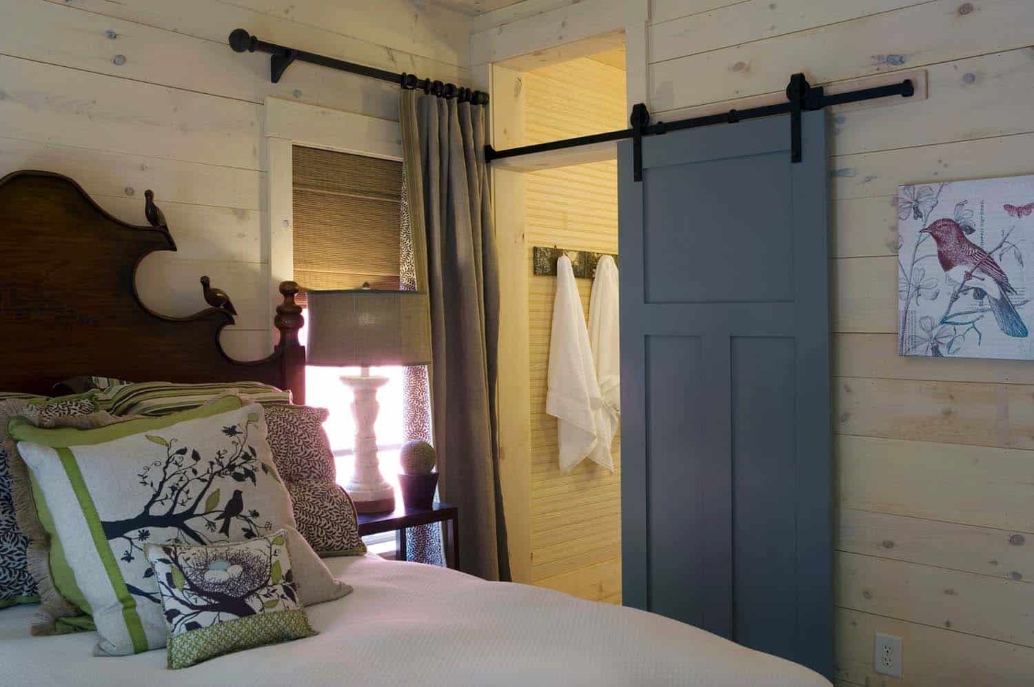 cottage-rustic-bedroom