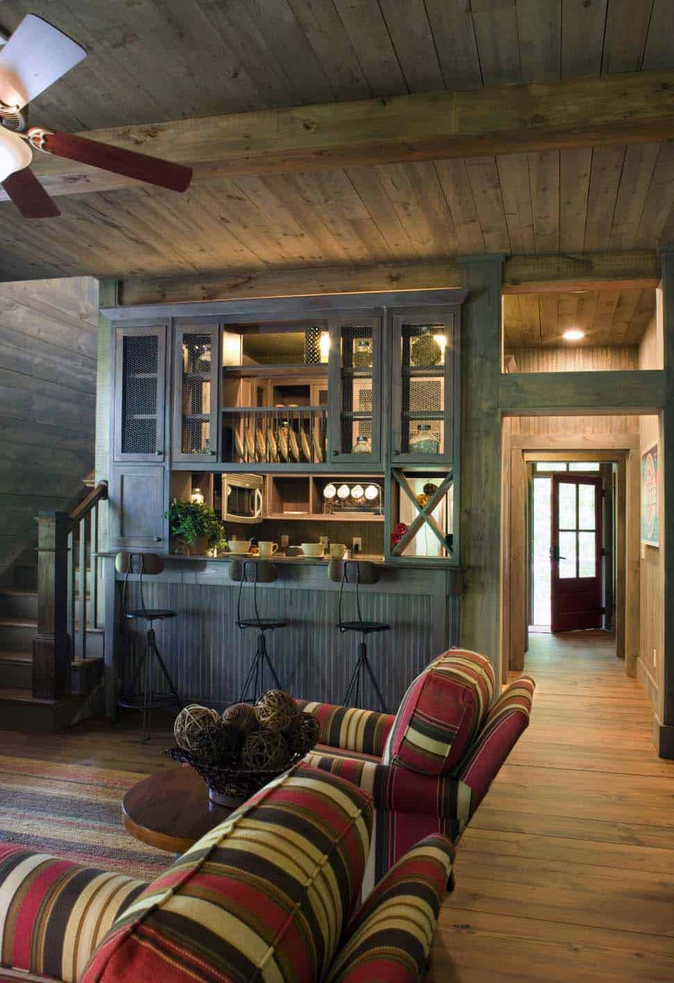 cottage-rustic-family-room