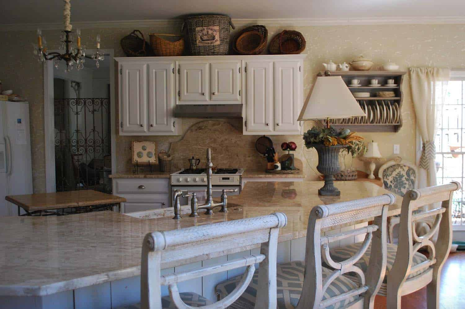 tuscan-farmhouse-country-kitchen
