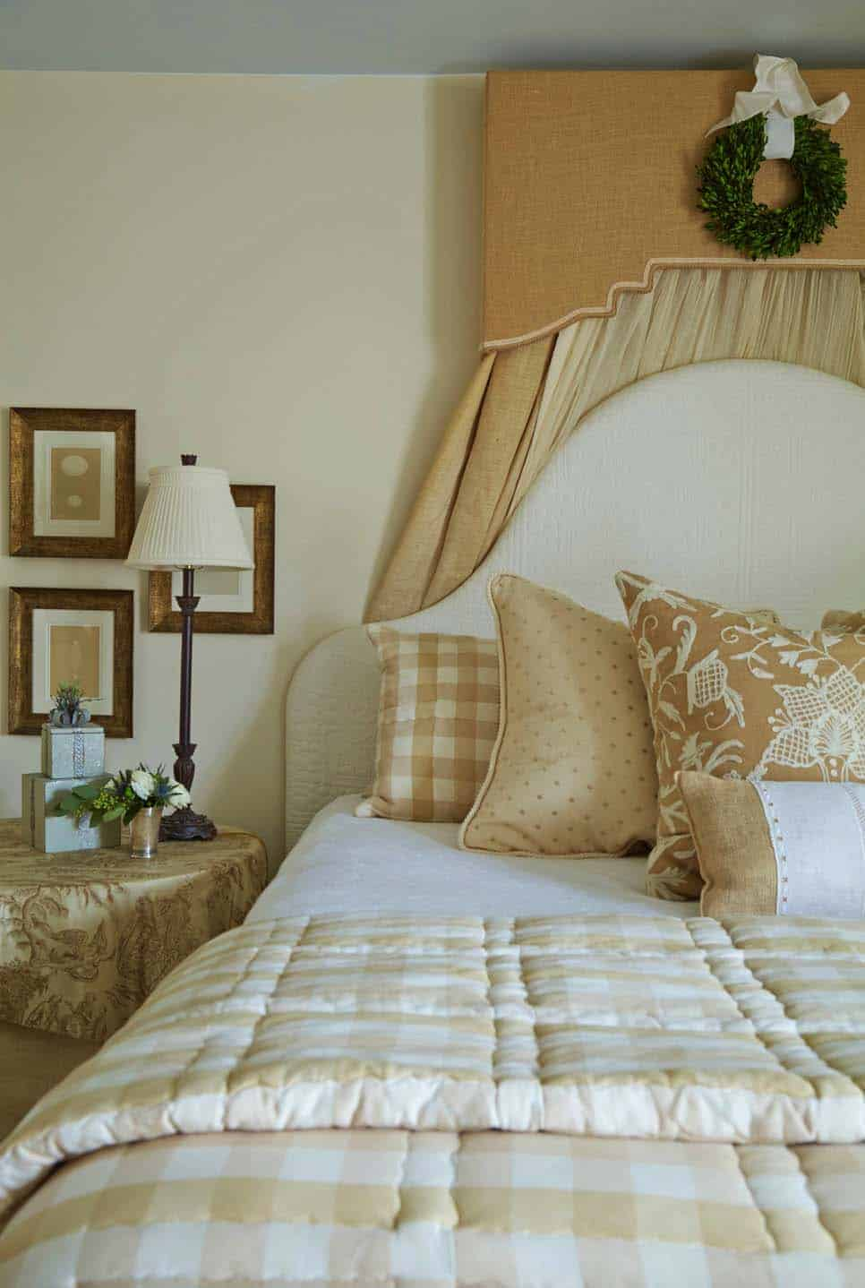 tuscan-farmhouse-country-bedroom
