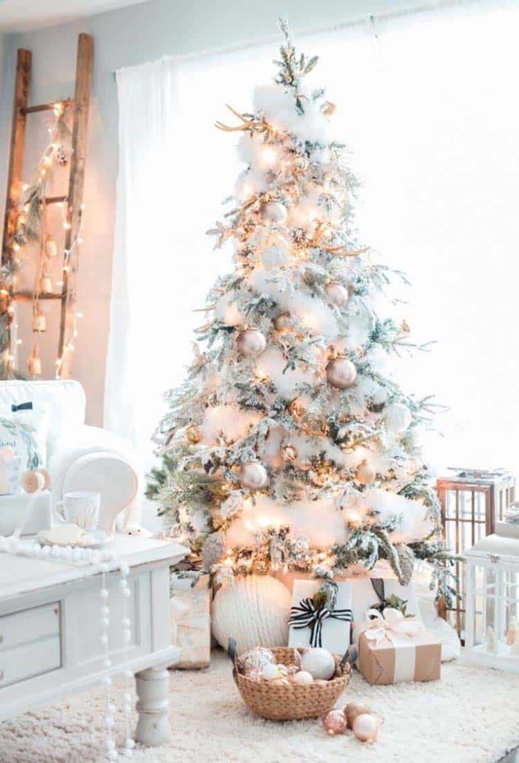 25+ Absolutely Stunning White Christmas Tree Decorating Ideas