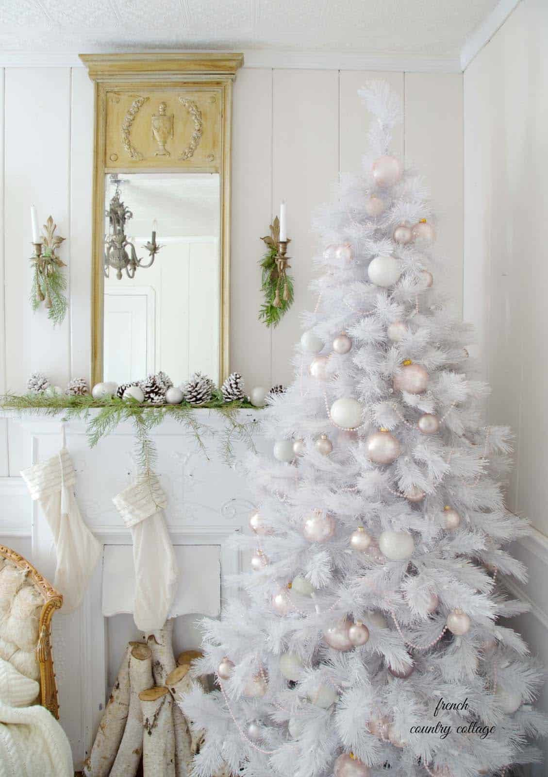 elegant-flocked-christmas-tree