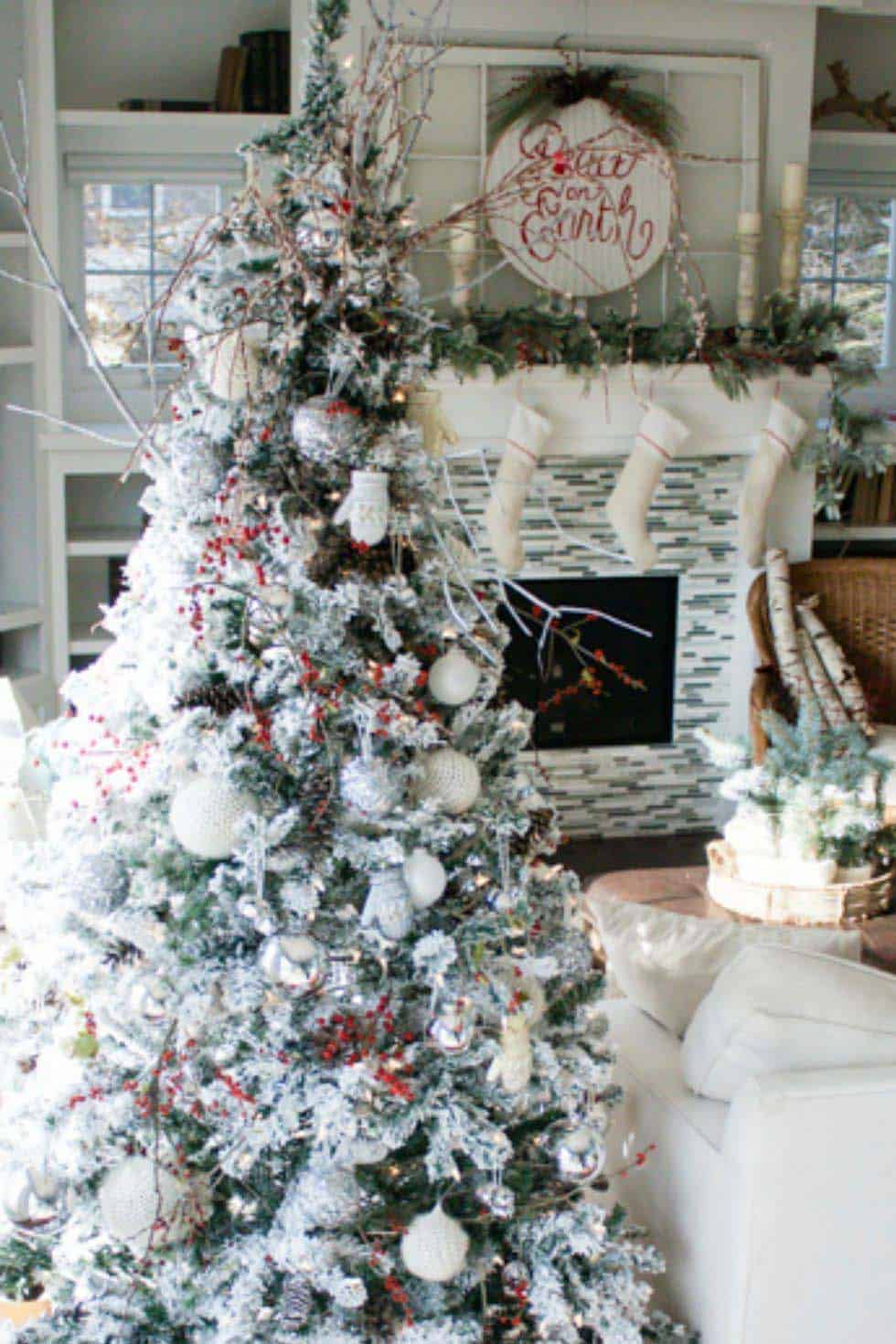 Astonishing 25 Absolutely Stunning White Christmas Tree Decorating Ideas Download Free Architecture Designs Rallybritishbridgeorg
