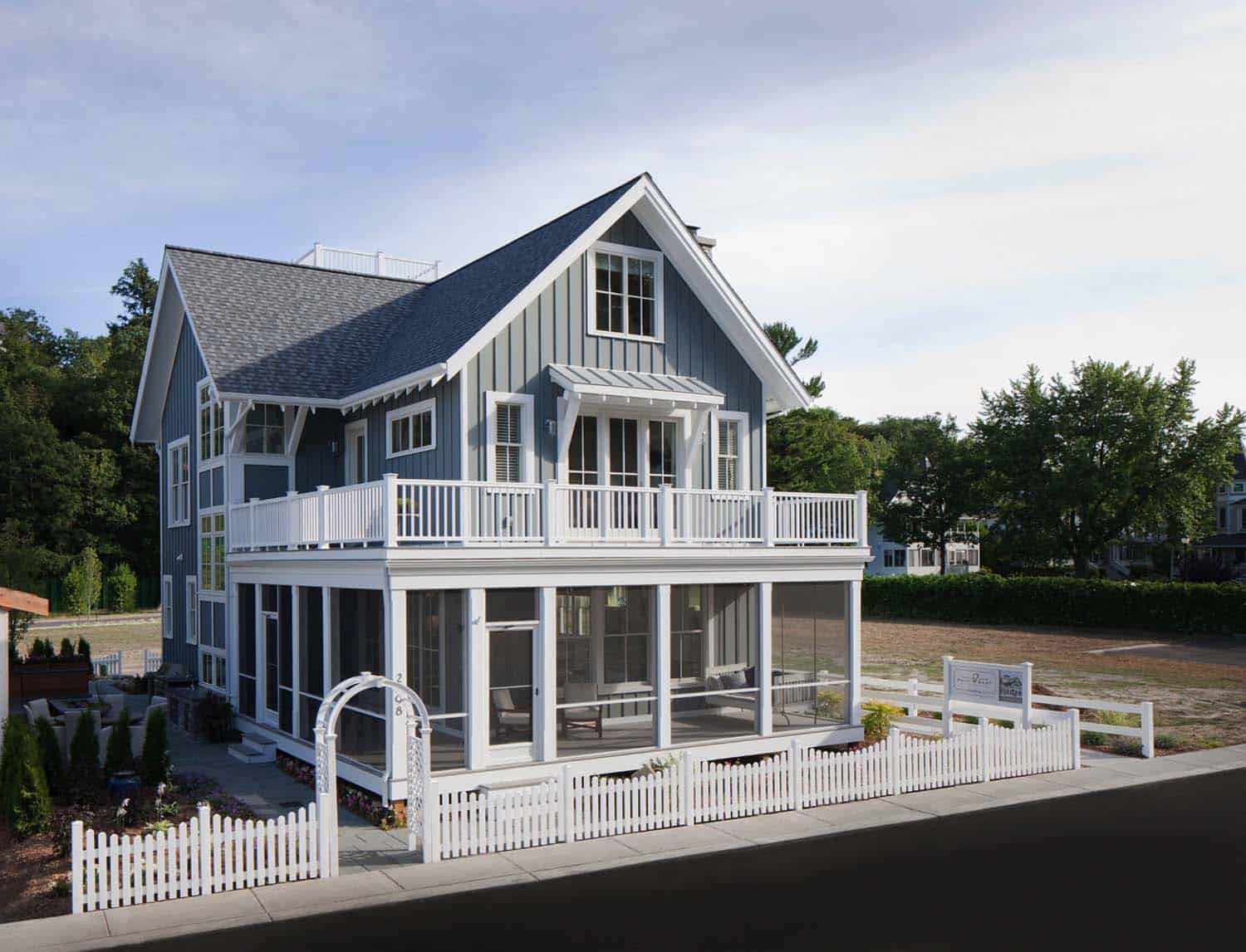 beach-style-cottage-exterior
