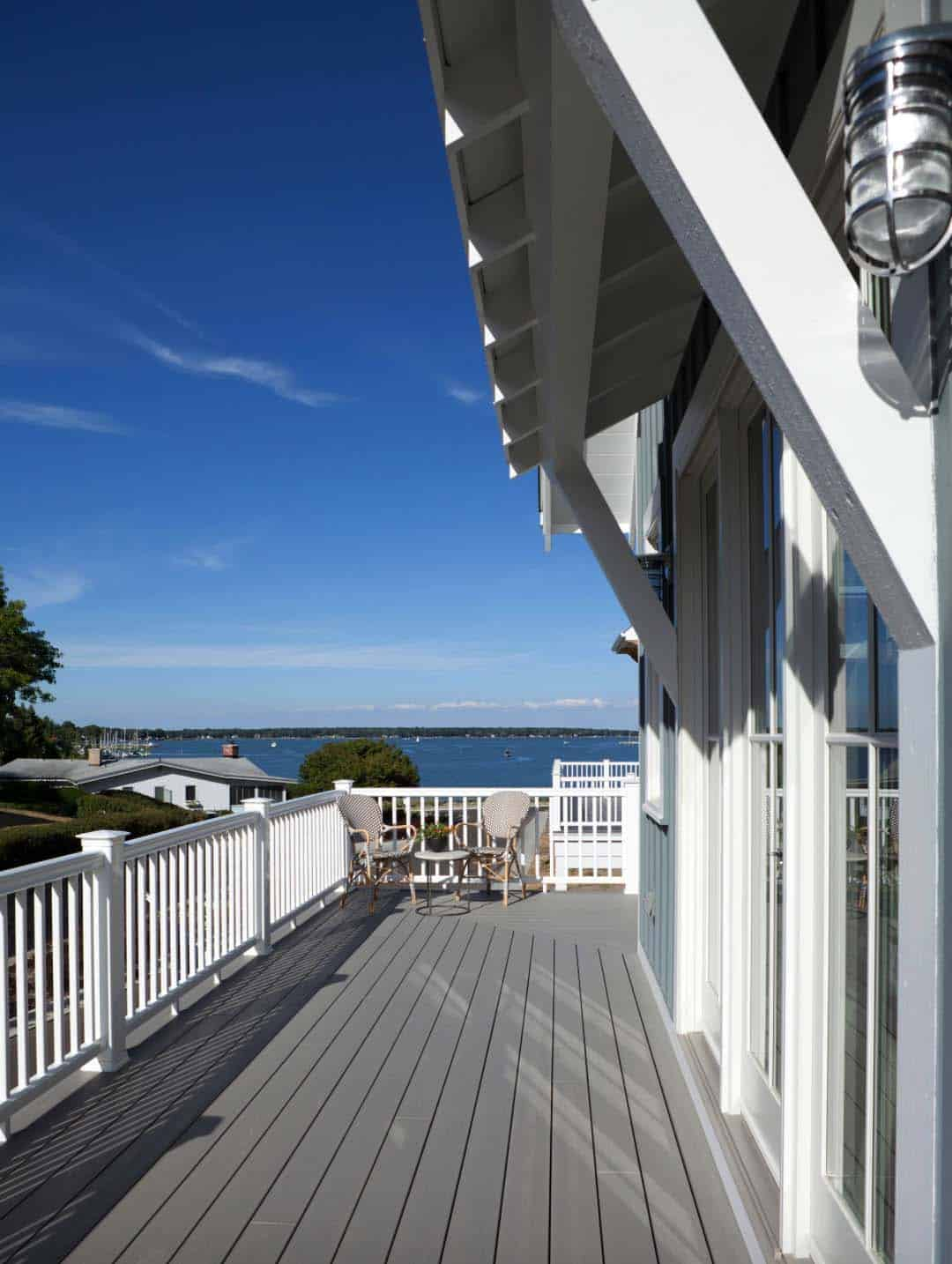 beach-style-cottage-balcony