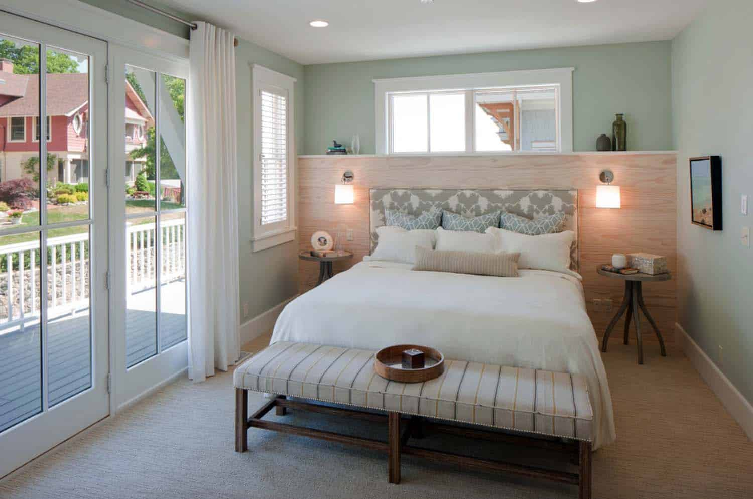 beach-style-cottage-bedroom