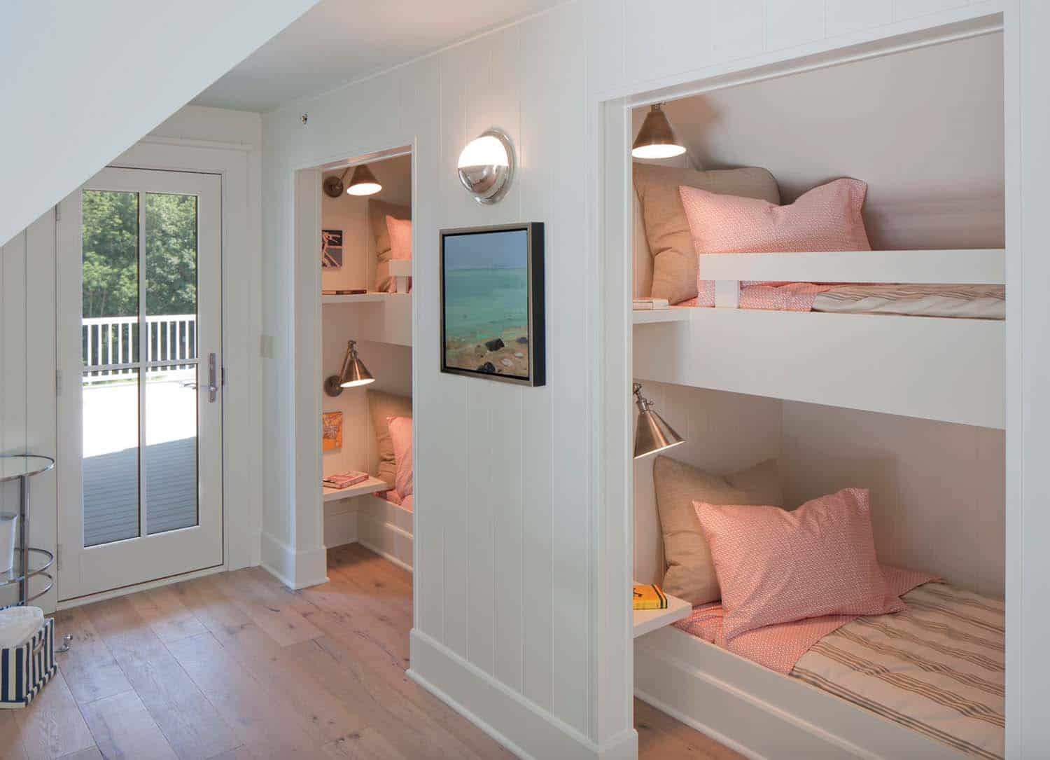 beach-style-cottage-kids-bunk-bedroom