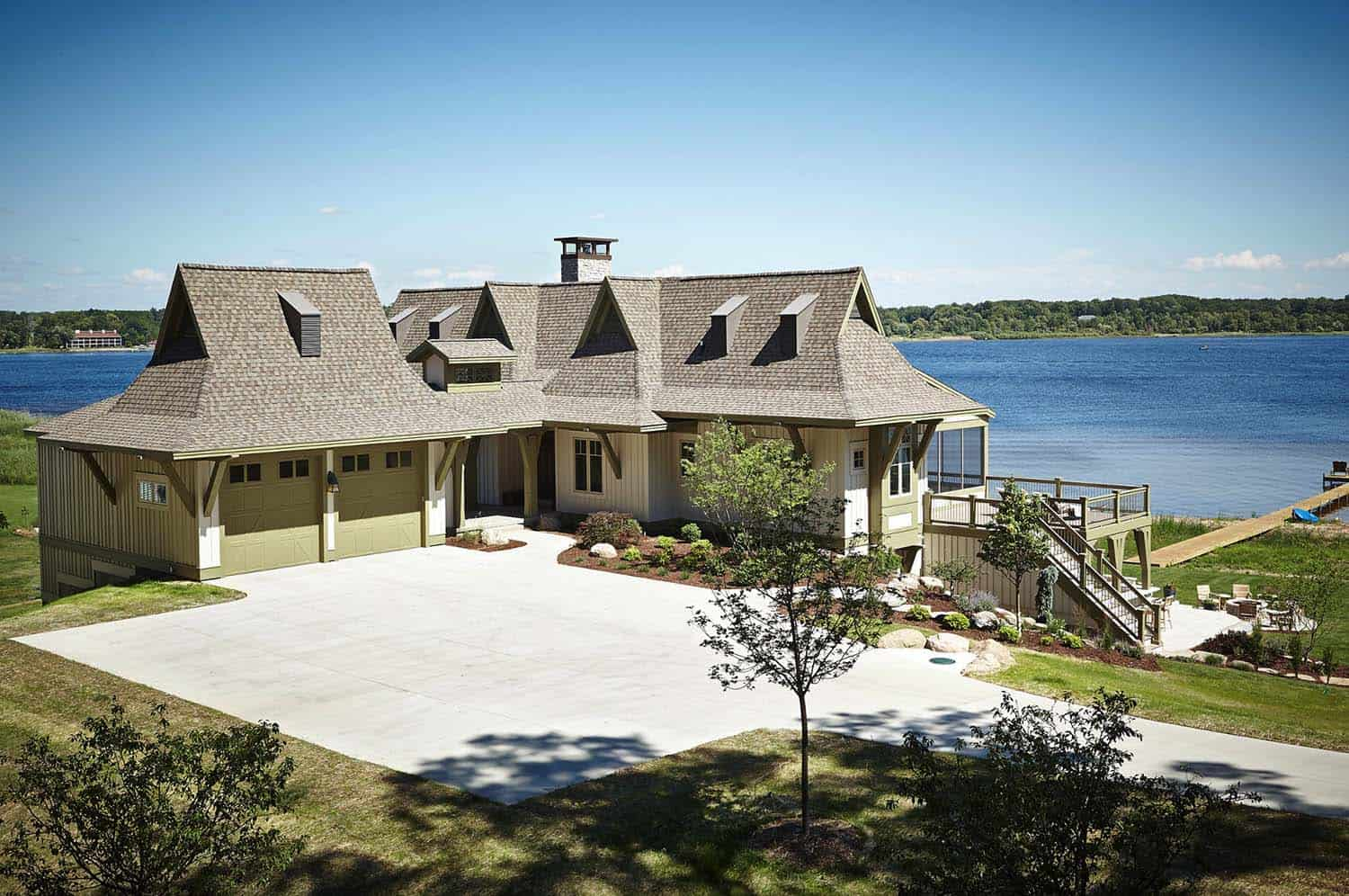 beach-style-lake-cottage-exterior
