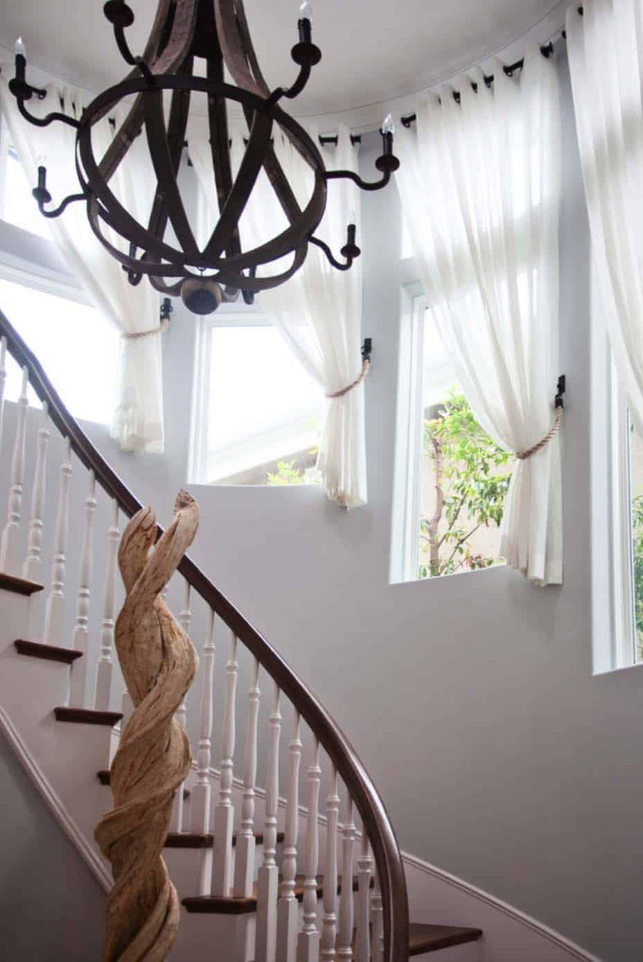 coastal-luxe-beach-style-staircase