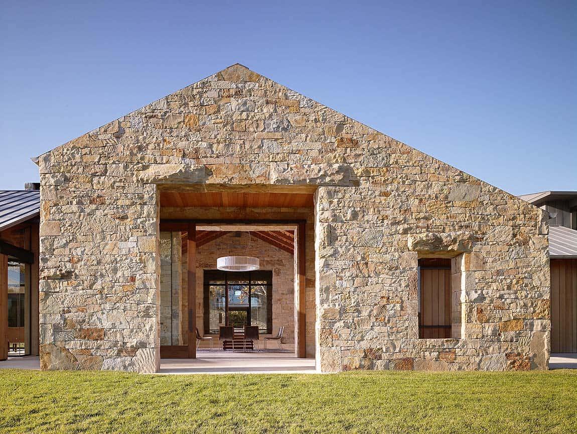 contemporary-farmhouse-exterior