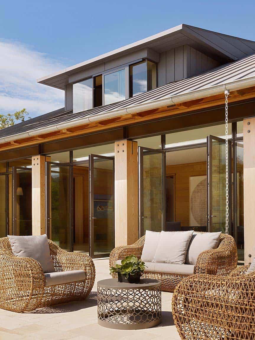 contemporary-farmhouse-patio