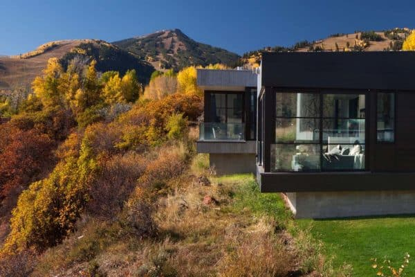 featured posts image for Contemporary hillside house connected to its surroundings in Colorado