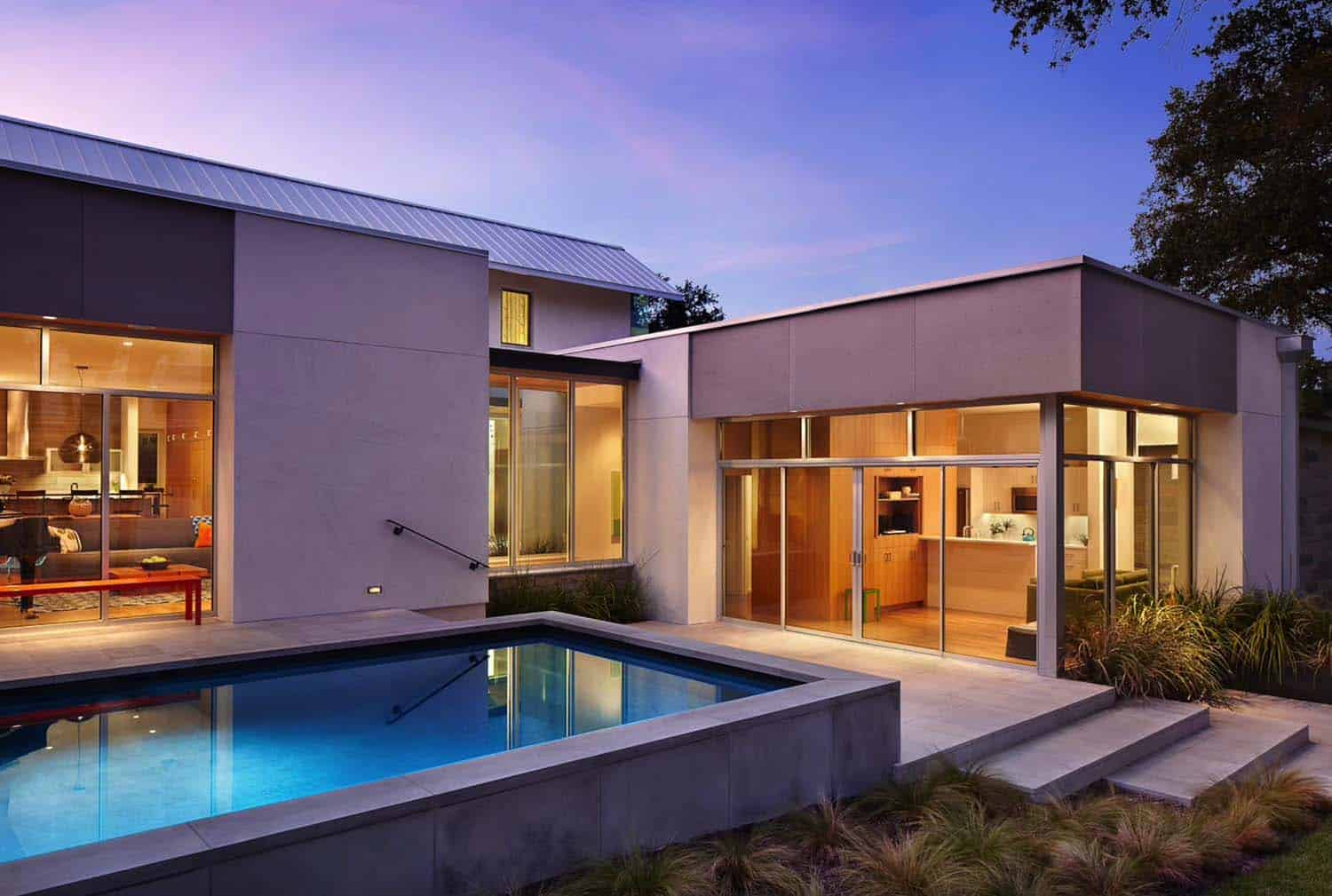 contemporary-home-pool