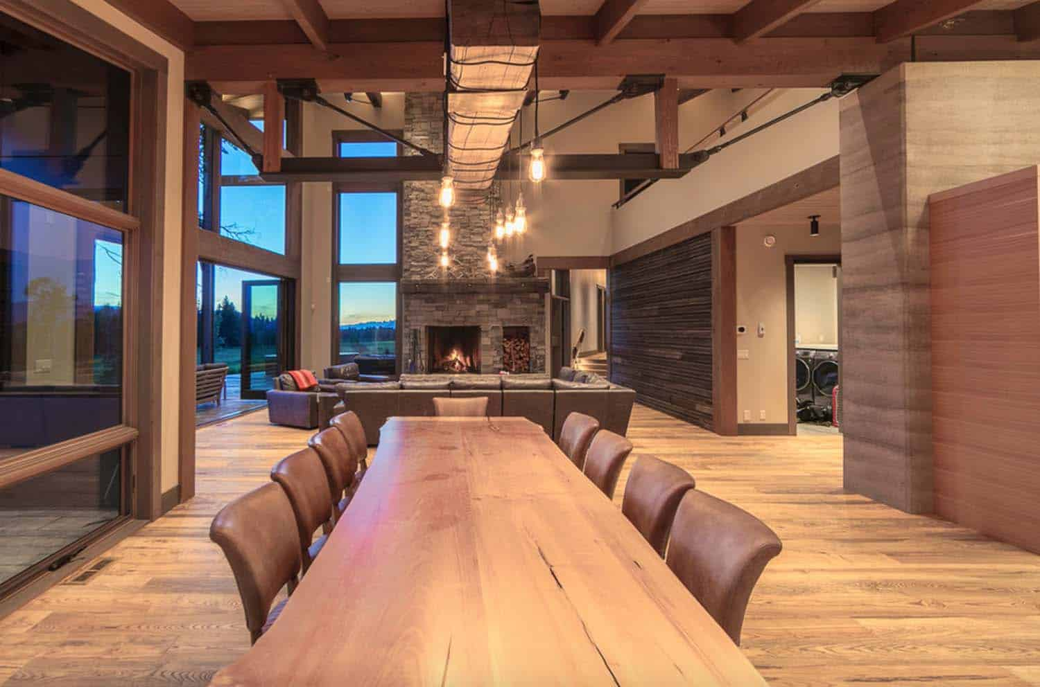 contemporary-mountain-cabin-dining-room