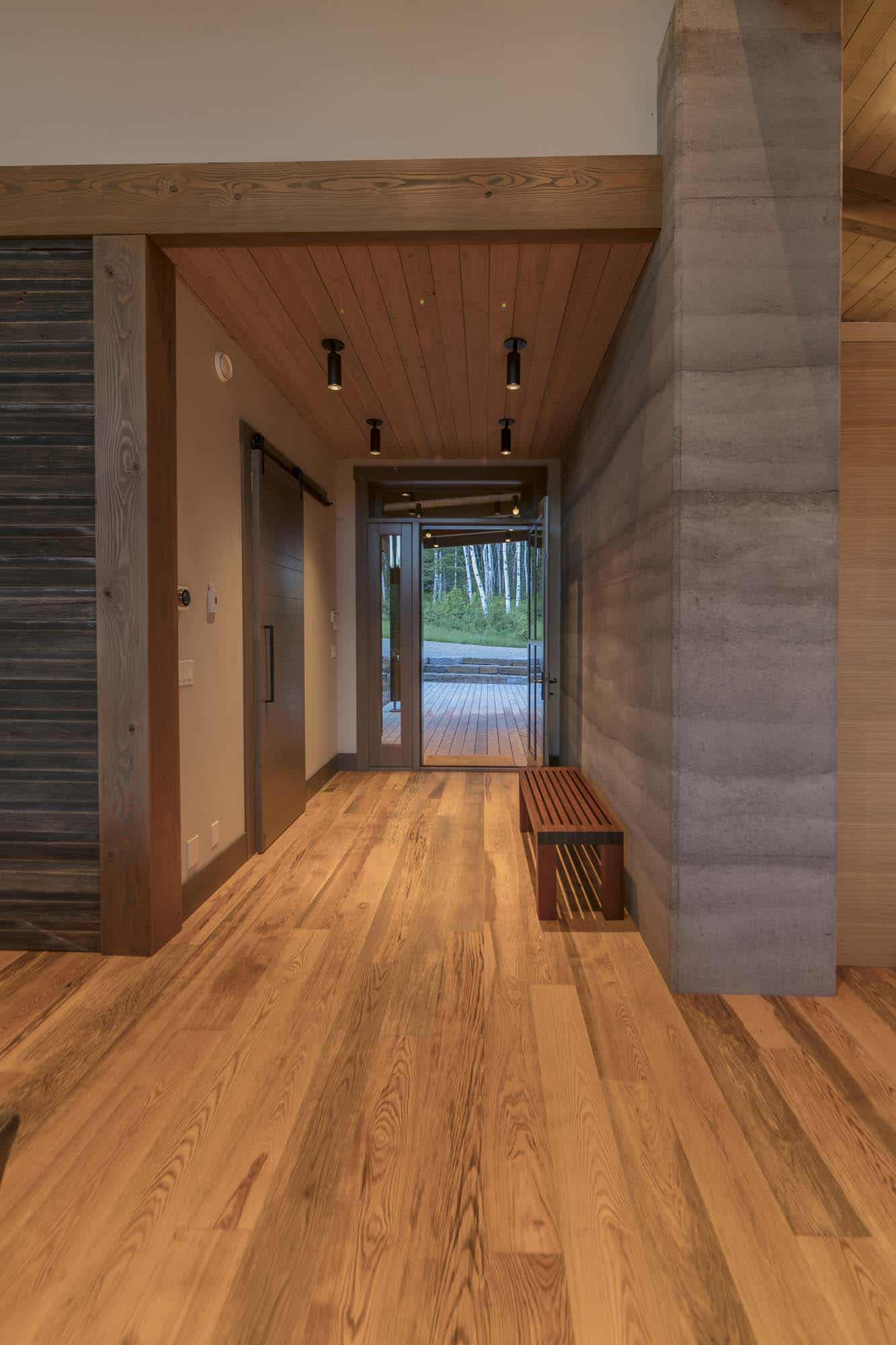 contemporary-mountain-cabin-entryway
