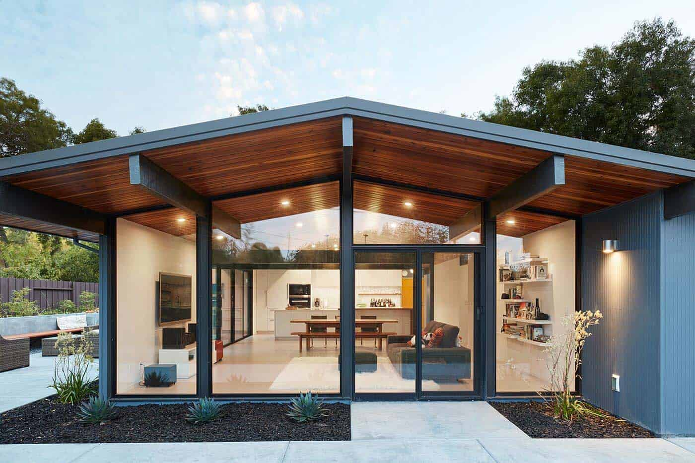 Eichler Remodel Midcentury Klopf Architecture 01 1 Kindesign - View Small Modern Home Exterior Design Pictures