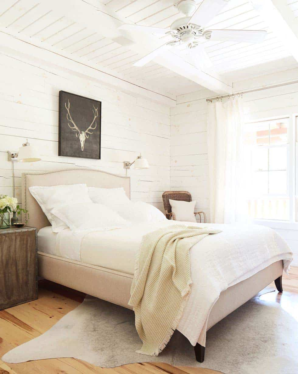 lake-house-bedroom