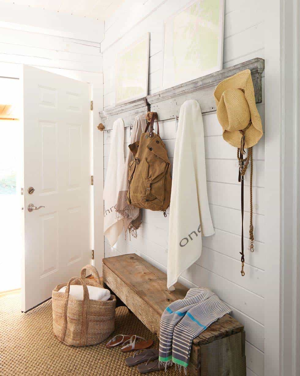 lake-house-mudroom-entry