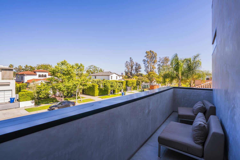 contemporary-home-outdoor-balcony