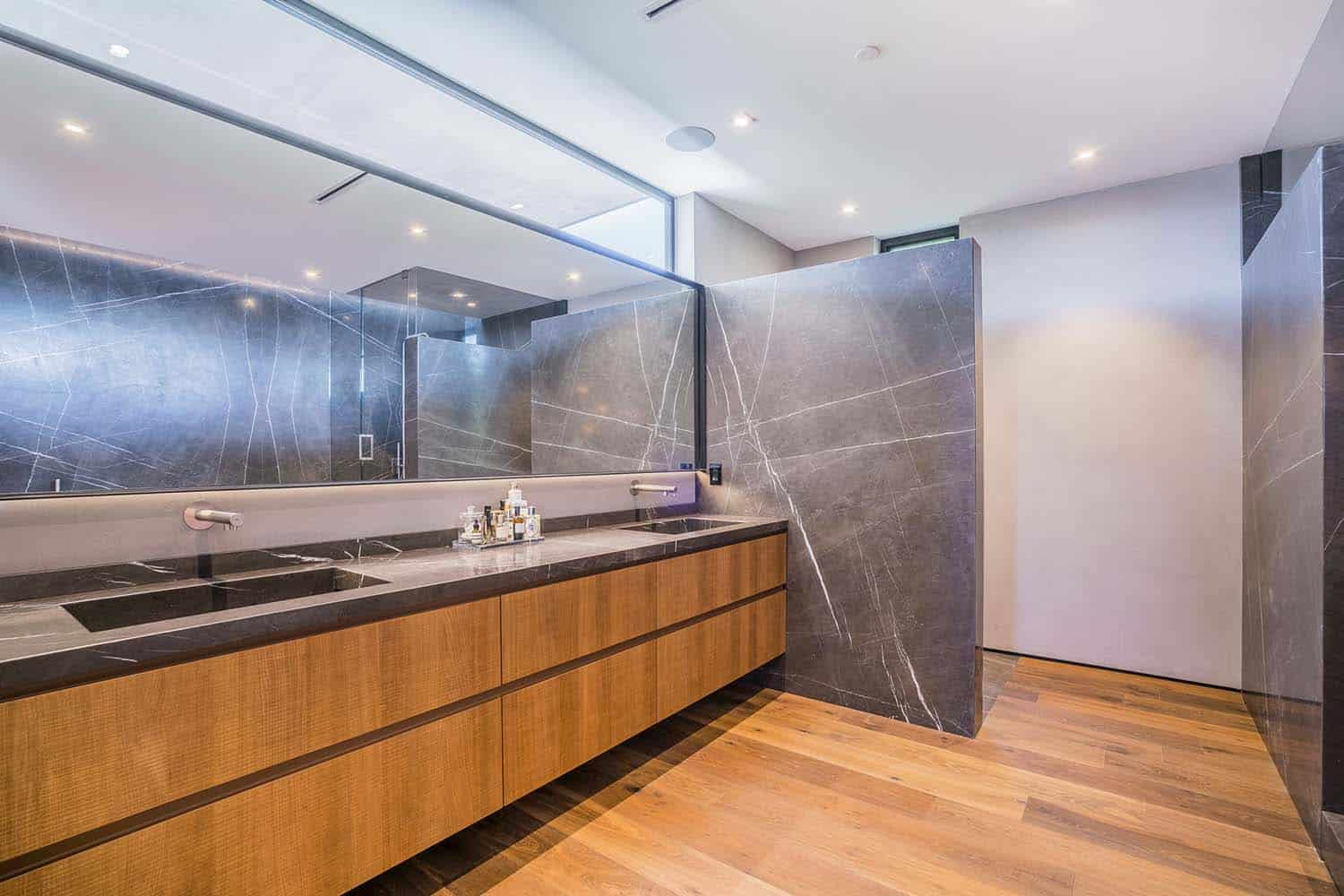 contemporary-home-bathroom