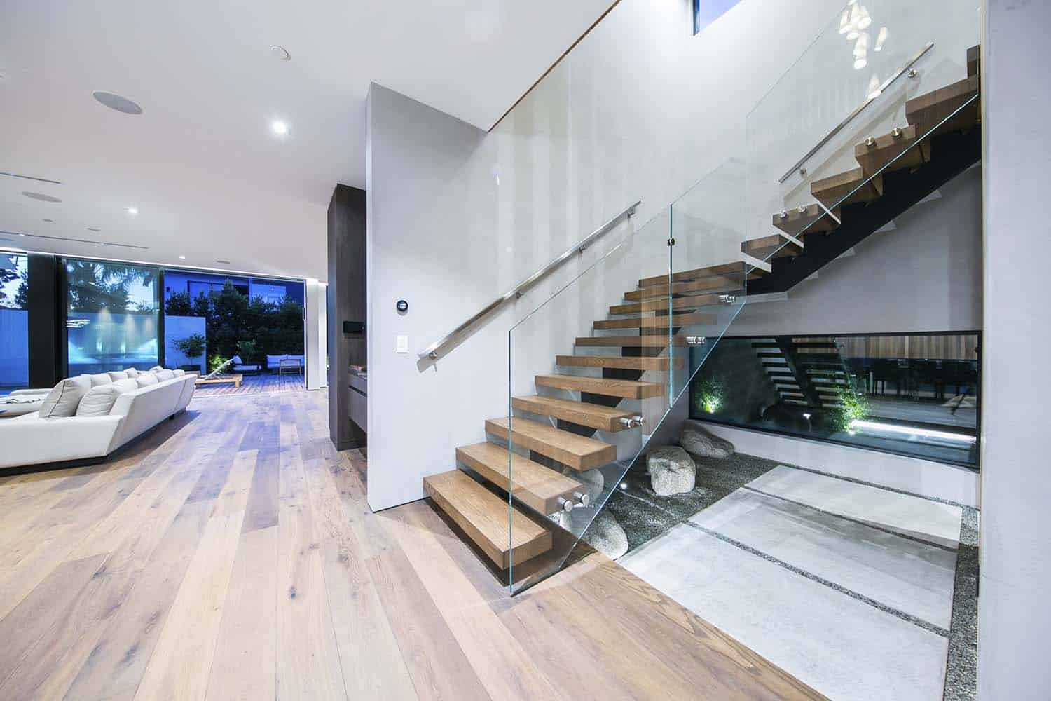contemporary-home-staircase