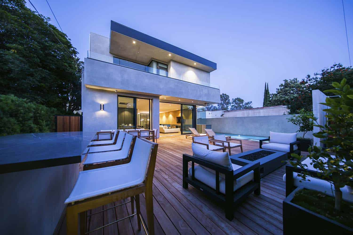 contemporary-home-outdoor-deck