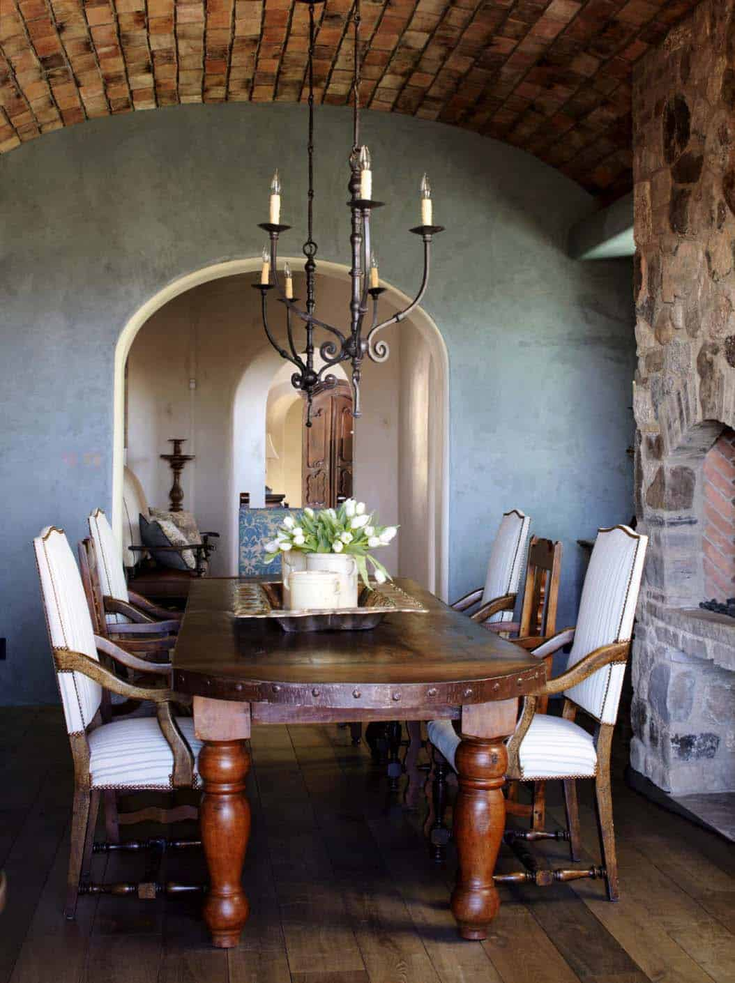 mediterranean-style-home-dining-room