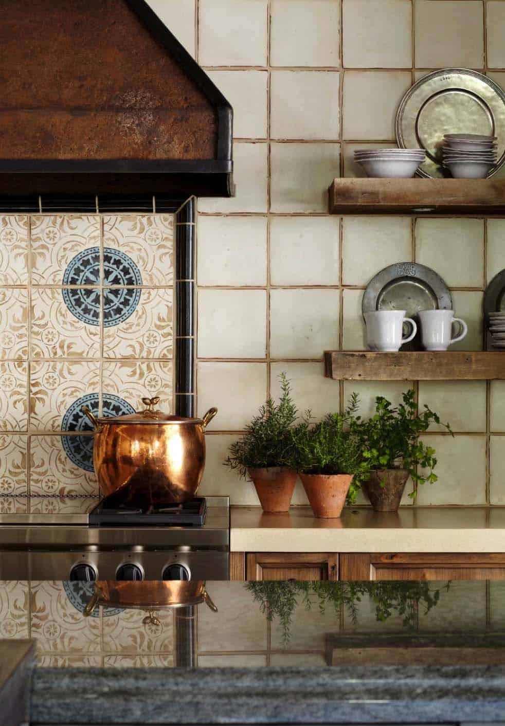 mediterranean-style-home-kitchen