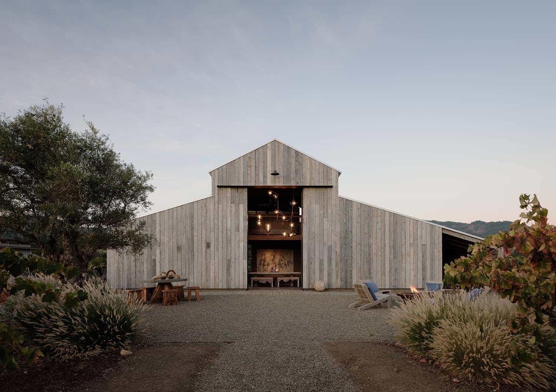 modern-farmhouse-retreat-barn-exterior