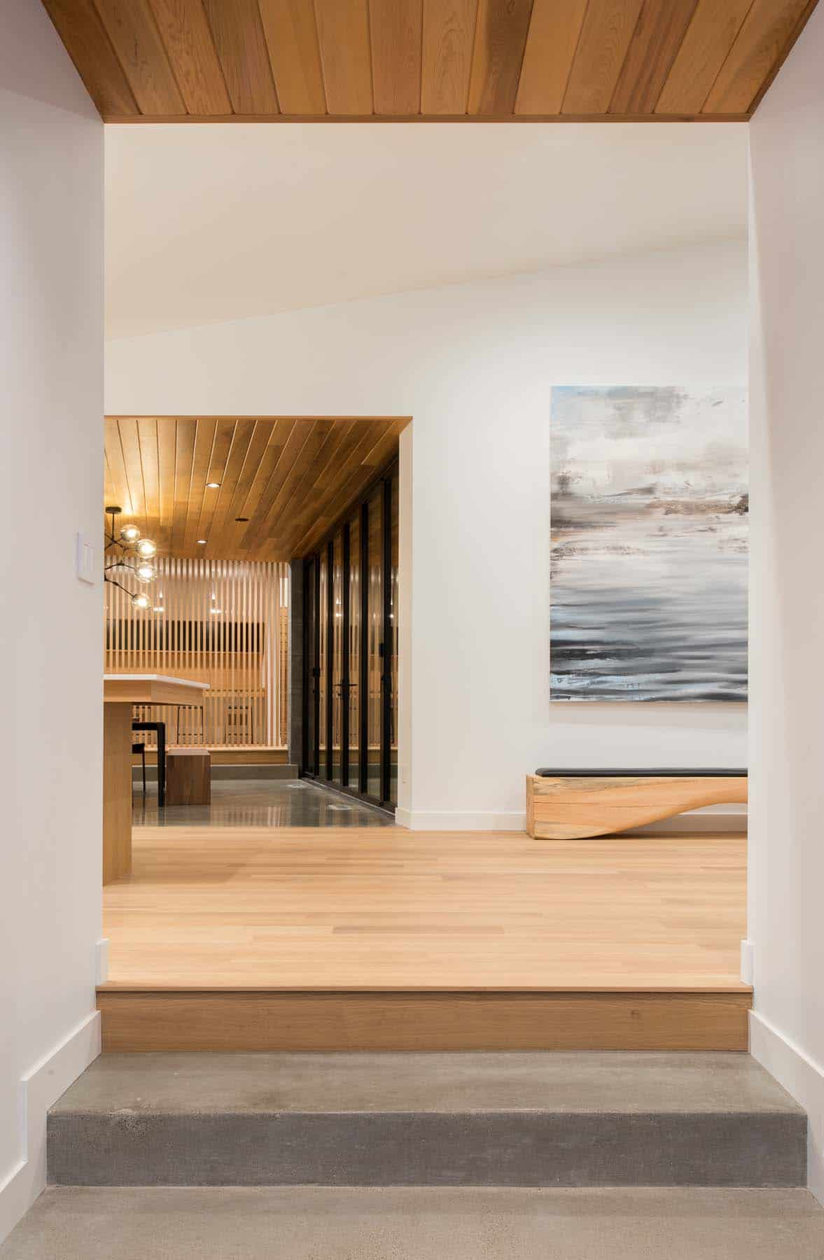 lake-home-contemporary-hall