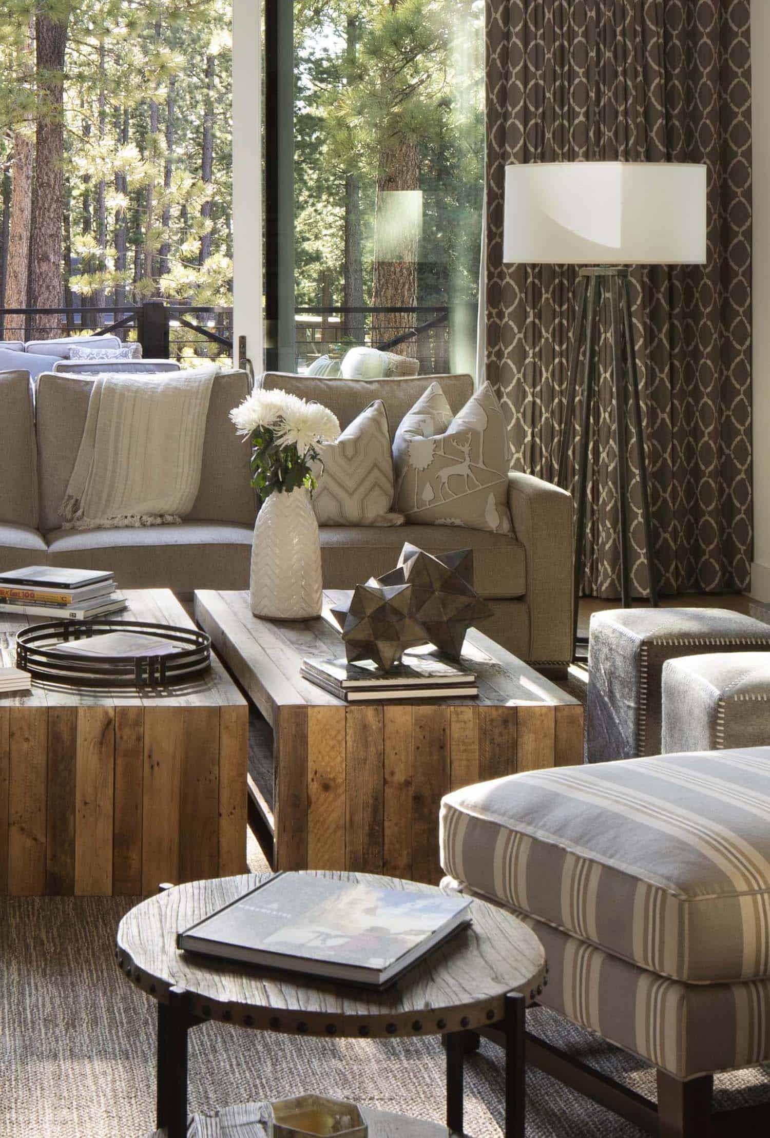 mountain-farmhouse-style-living-room