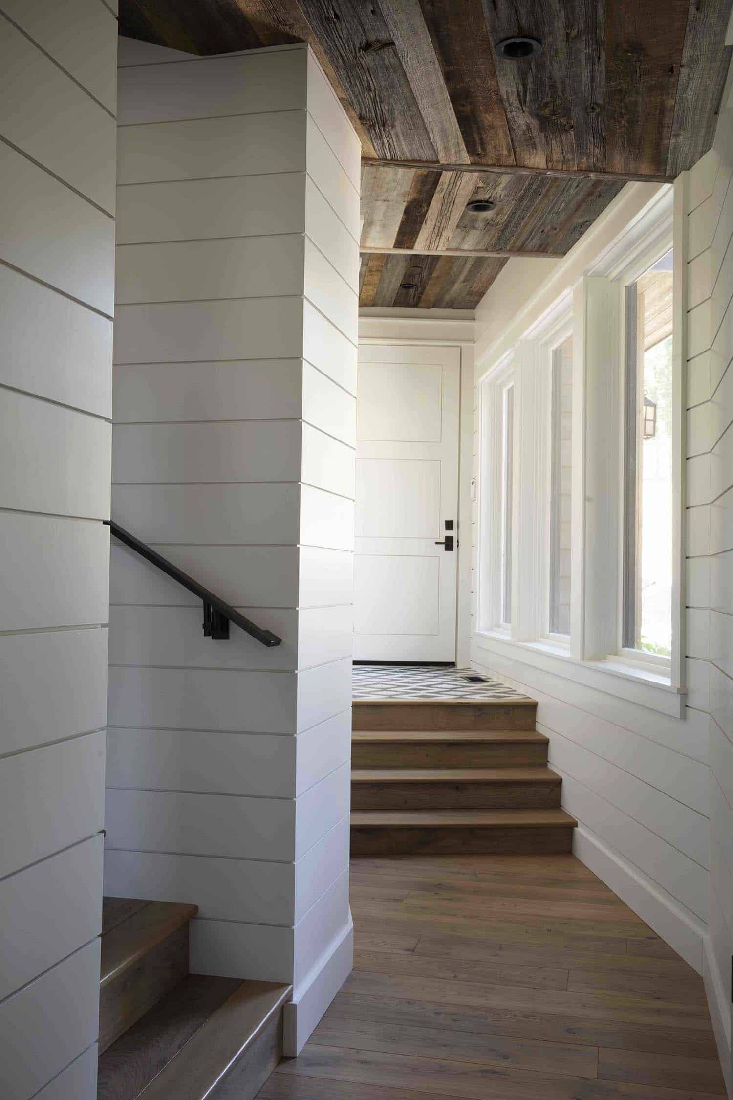 mountain-farmhouse-style-staircase