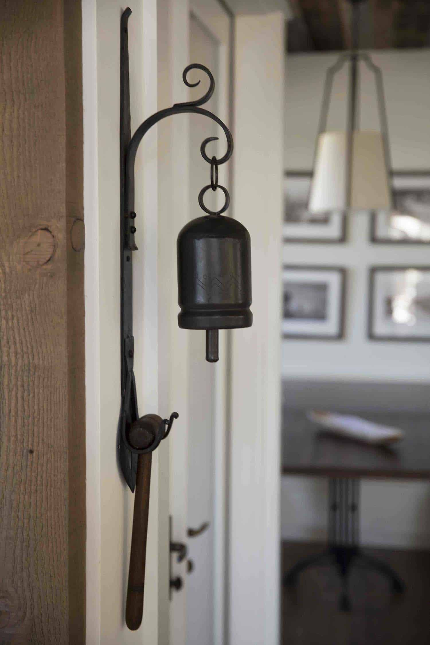 mountain-farmhouse-style-bell