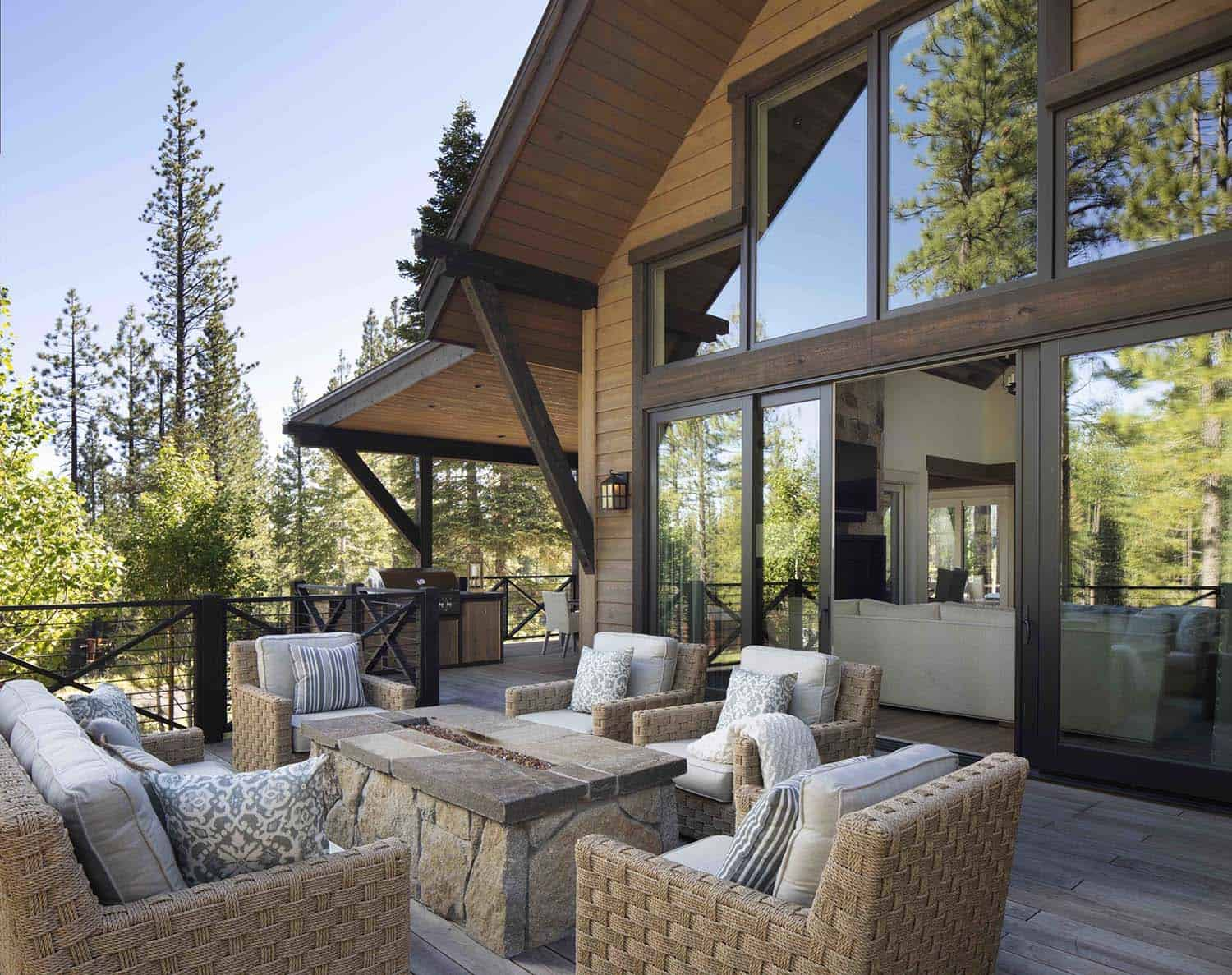 mountain-farmhouse-style-patio