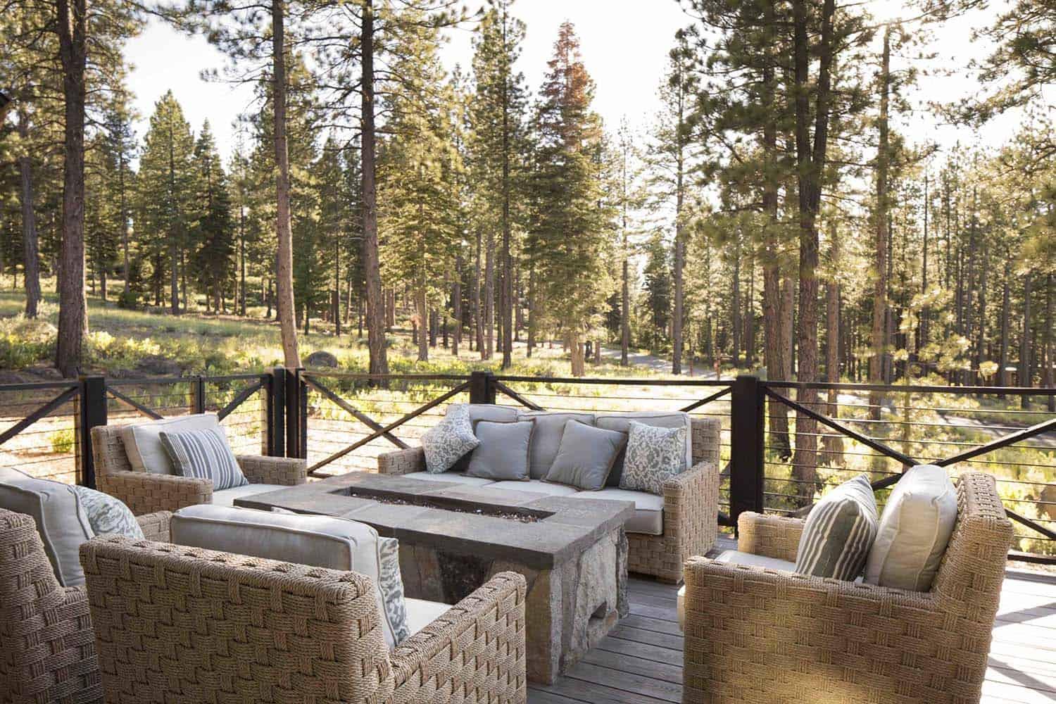 mountain-farmhouse-style-patio
