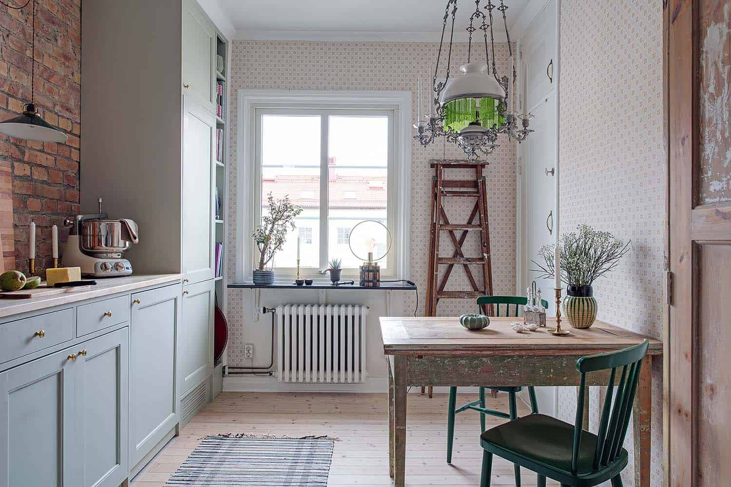 small-apartment-interior-scandinavian-kitchen