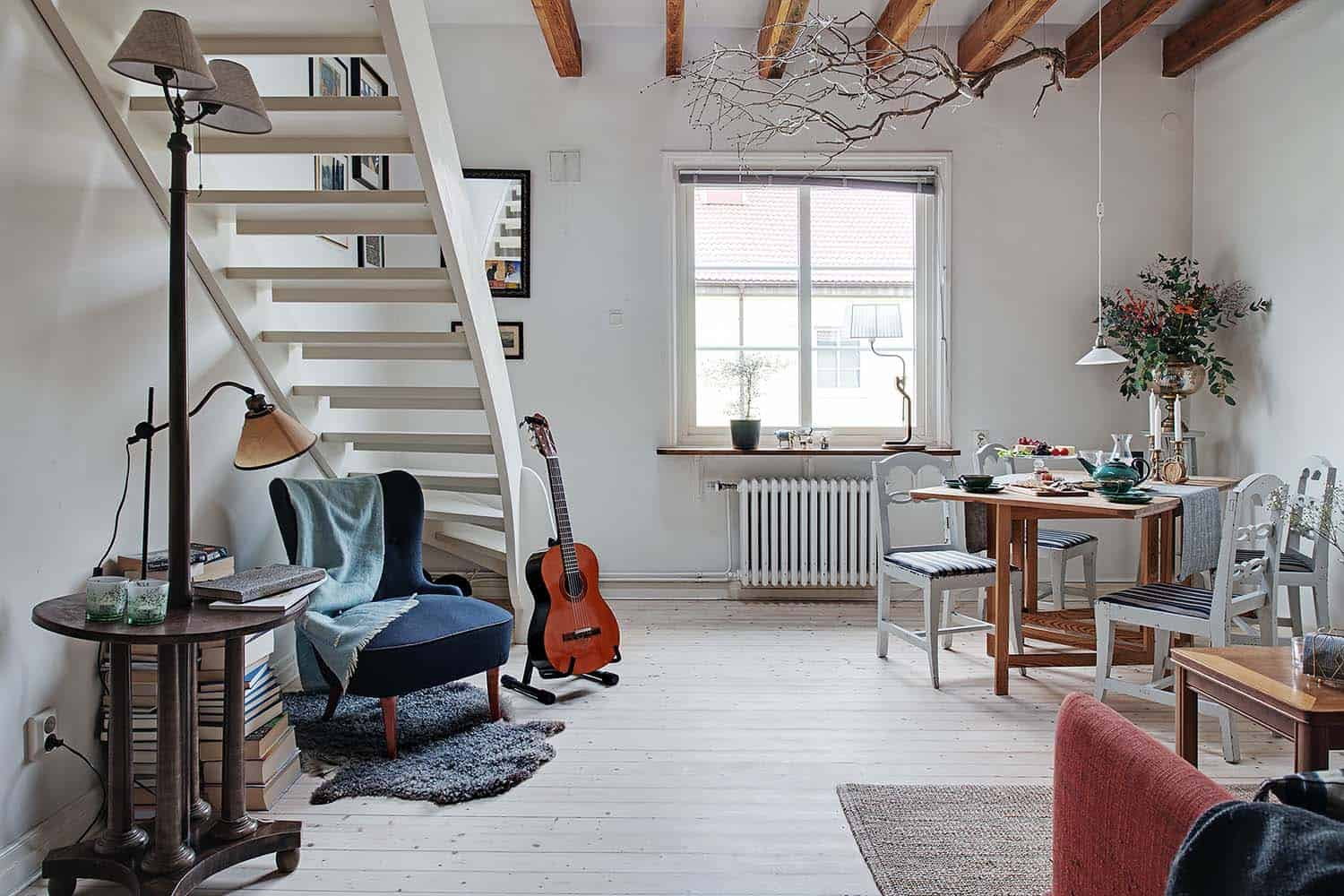 small-apartment-interior-scandinavian-living-room