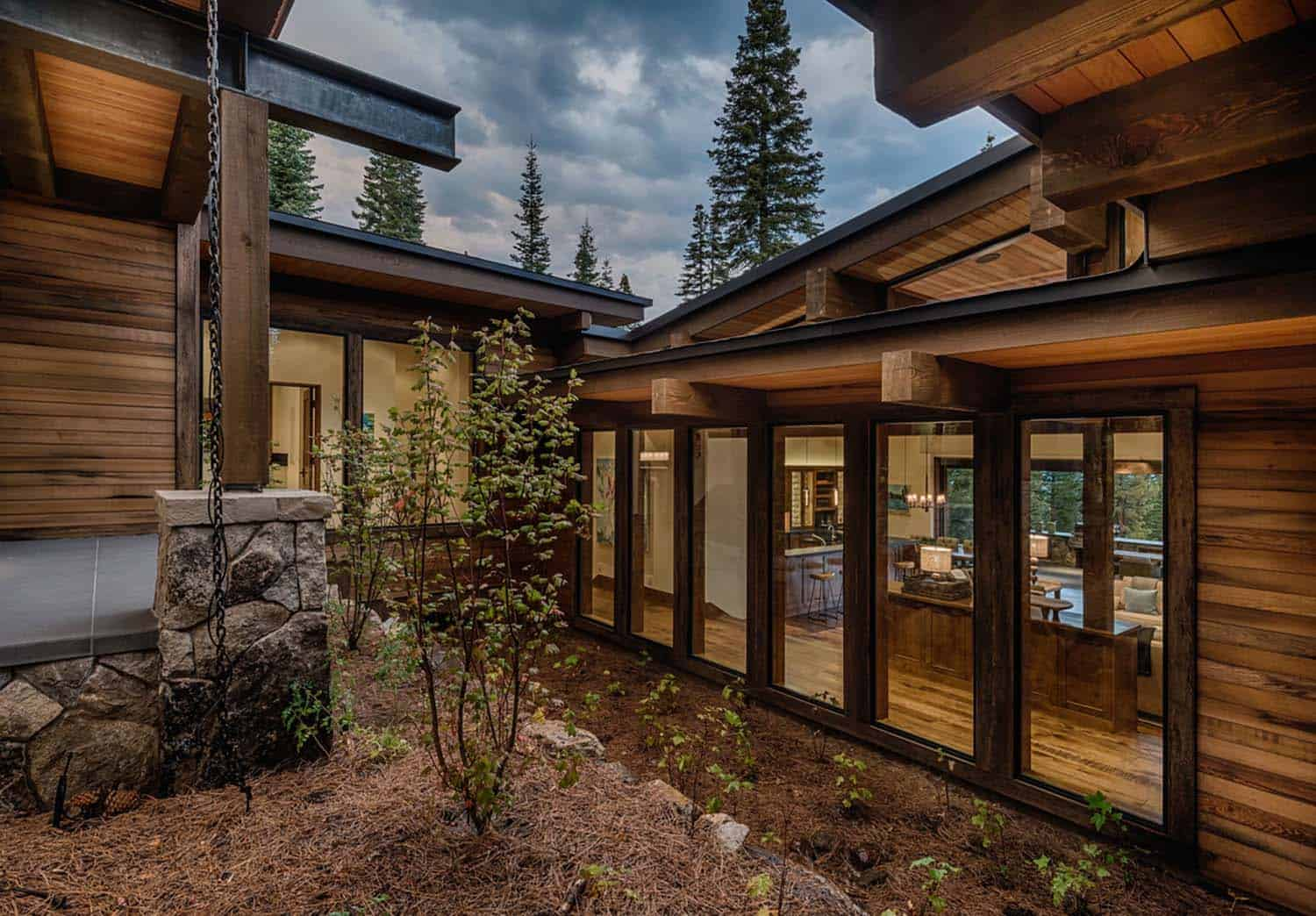 transitional-style-mountain-home-exterior